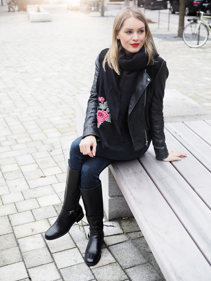 Modeblogger Hamburg, Fashionblogger, Fashionblogger Hamburg, Beautyblogger Hamburg, Beautyblogger, Beauty, Travelblogger, Travel, Hamburg, Trend, Herbsttrend, Black is beautiful, Details, Drievholt, Drievholt Stiefel, Drievholt Hamburg, Görtz, Cox, Schal, Patches, Rosen-Patches, Lederjacke