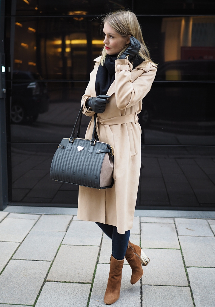 Modeblogger Hamburg, Fashionblogger, Fashionblogger Hamburg, Beautyblogger Hamburg, Beautyblogger, Beauty, Travelblogger, Travel, Hamburg, Trend, Herbsttrend, Stiefel, Stiefelette, Lederstiefel, Wildleder, Cognac, Fred de la Bretoniere, Trenchcoat, Zara, Mantel, Business Chic