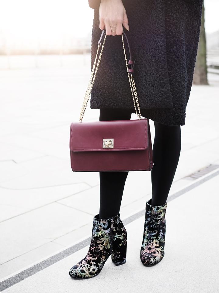 Modeblogger Hamburg, Fashionblogger, Fashionblogger Hamburg, Beautyblogger Hamburg, Beautyblogger, Beauty, Travelblogger, Travel, Hamburg, Winter Look, Winter, X-Mas Look, Christmas Look, Mantel, Hallhuber, Kleid, Schuhe, Trend-Stiefelette, Another A, Görtz