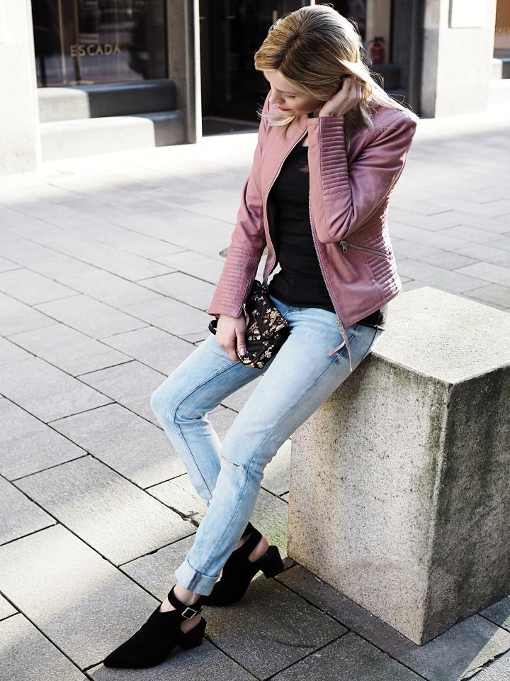 Modeblogger Hamburg, Fashionblogger, Fashionblogger Hamburg, Beautyblogger Hamburg, Beautyblogger, Beauty, Travelblogger, Travel, Hamburg, Fashion Inspiration, Inspiration, Trend 2018, Trend Frühjahr 2018, Frühling 2018, Lederjacke, Rosa Töne, Röse Töne, Pastellfarben, Lederjacke, rosa Lederjacke, Tigha, Lederjacke Tigha, Görtz, Sling Pumps