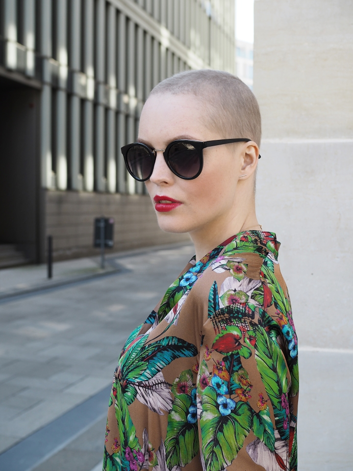 Modeblogger Hamburg, Fashionblogger, Fashionblogger Hamburg, Beautyblogger Hamburg, Beautyblogger, Beauty, Travelblogger, Travel, Hamburg, Fashion Inspiration, Inspiration, Trend 2018, Trend Sommer 2018, Replay Tunika, Sonnenbrille, Short hair, kurze Haare, Pixi Look, Kurzhaarfrisur, Glatze, Style, Styling, Details, Cancerfighter, Schön trotz Krebs, Look good feel better, Frisuren Trend, Buzz Cut, Buzz Cut für Frauen