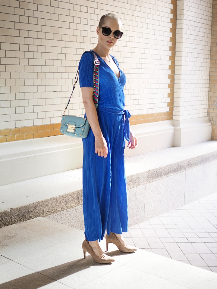 Modeblogger Hamburg, Fashionblogger, Fashionblogger Hamburg, Beautyblogger Hamburg, Beautyblogger, Beauty, Travelblogger, Travel, Hamburg, Fashion Inspiration, Inspiration, Trend 2018, Trend Sommer 2018, Jumpsuit, Envii, Short hair, kurze Haare, Pixi Look, Kurzhaarfrisur, Glatze, Style, Styling, Details, Cancerfighter, Schön trotz Krebs, Look good feel better, Frisuren Trend, Buzz Cut, Buzz Cut für Frauen, Fashion Week Look, Fashion Week, Fashion Week 2018, Fashion Week Trend