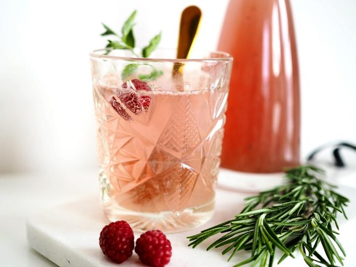 Himbeer-Rosmarin-Limonade
