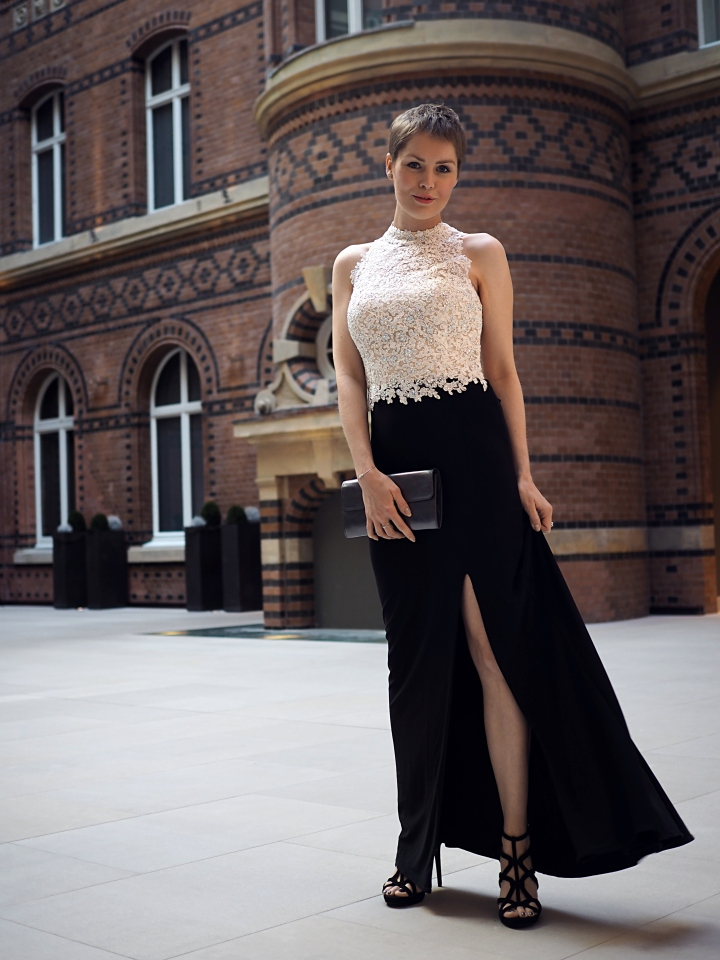 Kleid: Laue Festgarderobe